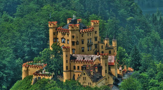 Kastil Hohenschwangau.   via: flickr.com
