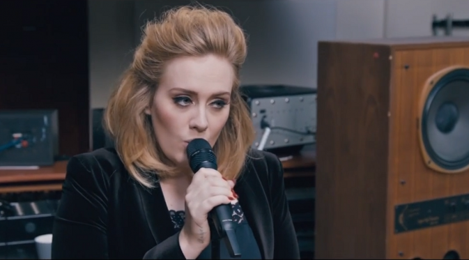 Adele dalam video When We Were Young.