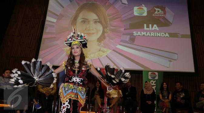 Peserta Dangdut Academy 3, Lia asal Samarinda memperkenalkan diri saat jumpa pers di SCTV tower, Jakarta, (20/01). D'Academy 3 akan tayang live di Indosiar pada minggu (24/1) dengan tema