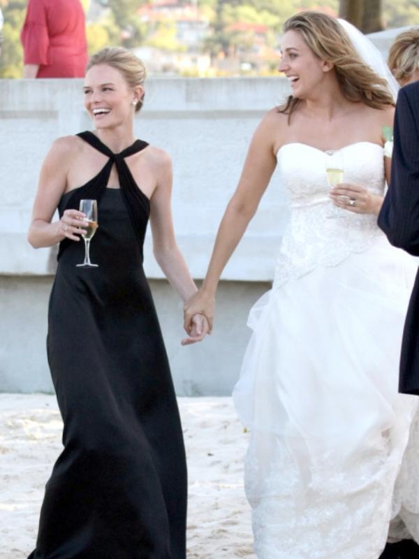 15 Selebritas Hollywood Ini Juga Pernah Menjadi Bridesmaids. Sumber : marieclaire.com
