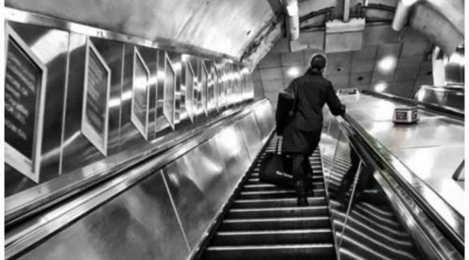 London adalah salah satu kota tersibuk di dunia. Selain bandara, moda transportasi yang terletak di bawah tanah kota ini juga tak kalah sibuknya.(News.com.au)