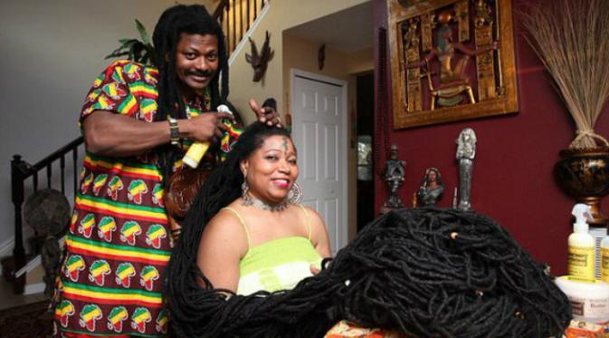 Asha Mandela (50) atau yang lebih dikenal sebagai Rasta Rapunzel. Julukan tersebut diberikan karena rambutnya yang sangat panjang seperti karakter dalam film kartun produksi Disney, Rapunzel.(Nypost.com)