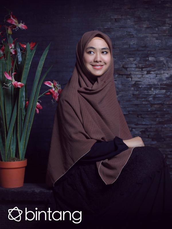 Oki Setiana Dewi. (Fotografer: Adrian Putra, Digital Imaging: Muhammad Iqbal Nurfajri/Bintang.com)