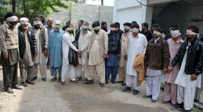 Kasus pembunuhan atas nama kehormatan menggegerkan Pakistan: para tersangka pembunuh Ambreen (Reuters)