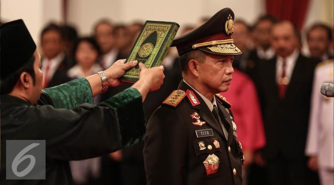 Kapolri  Tito Karnavian diambil sumpahnya saat dilantik menjadi Kapolri di Istana Negara, Jakarta, Rabu (13/7).  Tito Karnavian dilantik dengan Keputusan Presiden tentang pengangkatan Kapolri Nomor 48/Polri/Tahun 2016. (Liputan6.com/Faizal Fanani)