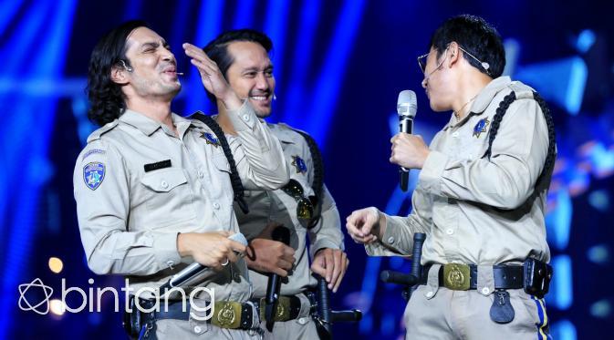 Pemain Warkop DKI Reborn memeriahkan malam puncak HUT SCTV ke-26. (Adrian Putra/Bintang.com)