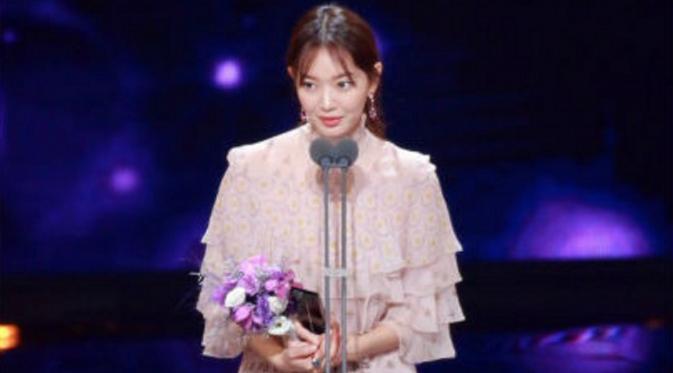 Shin Min Ah saat berhasil membawa pulang penghargaan dari Seoul International Drama Awards 2016 (Nate)