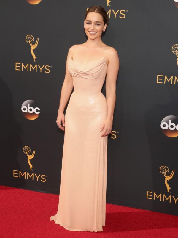 7 Gaun Terbaik di Ajang Emmy Awards 2016