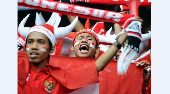 Antusiasme suporter meledak selama mendukung perjuangan  Timnas Indonesia di Piala AFF 2010. (AFP/Adek Berry)