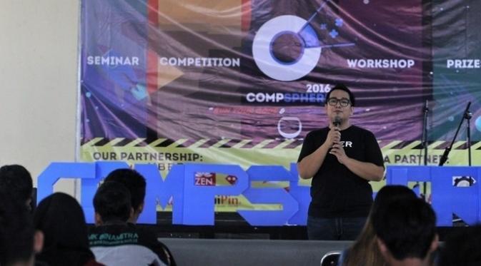 Lead Manager Uber, M. Gia Adhika Putra memberikan materi dalam workshop Compsphere 2016. Foto: Icha Predrika