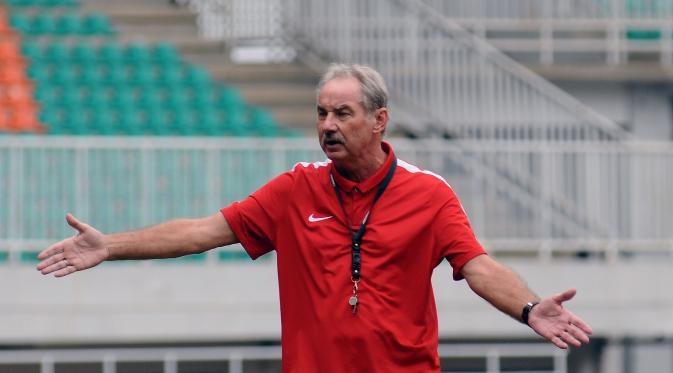 Pelatih Timnas Indonesia Alfred Riedl (Liputan6.com / Helmi Fithriansyah)
