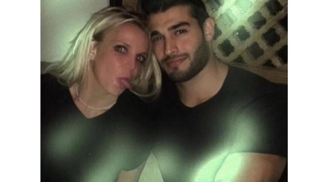 Britney Spears dan Sam Asghari (The Sun)