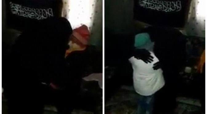 Islam dan Fatima mencium ibu mereka sebelum menjalankan misi pengeboman (Dailymail.com)
