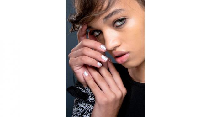 Jadikan kencan kian mengesankan lewat nail art atraktif untuk menunjang gaya Anda di hari Valentine. (Foto: elle.com)