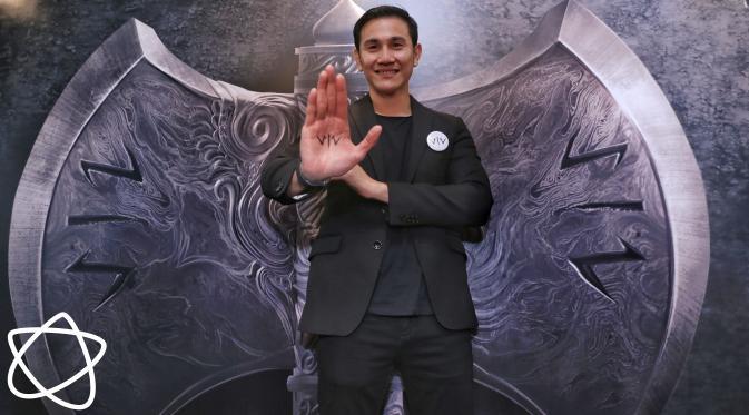 Vino G. Bastian dalam konferensi pers film Wiro Sableng 212. (Adrian Putra/Bintang.com)