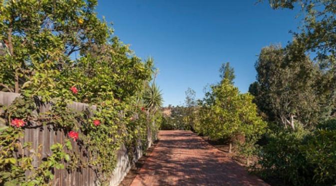 Rumah Robert Pattonson di Hollywood Hills. (Foto: Variety)