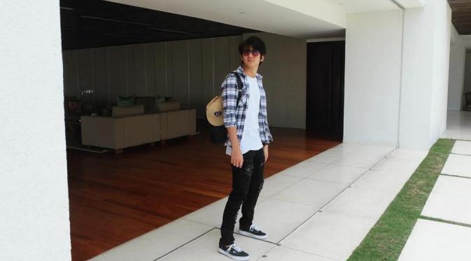 Meski sudah berusia 22 tahun, Arbani Yasiz dapat peran anak SMA di Roman Picisan. (Via: instagram.com/arbaniyasiz)