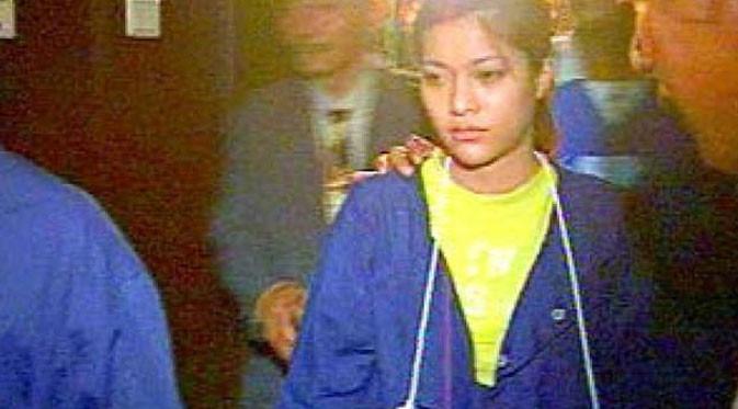 Lidya Pratiwi saat persidangan tidak bisa mengelak terlibat dalam perampokan Naek Gonggom Hutagalung, kekasihnya. (Liputan6.com)
