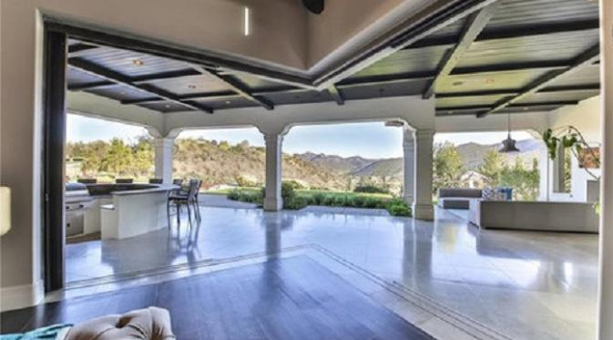 Rumah Britney Spears di Los Angeles. (Via. InStyle)