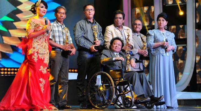 Indonesia Dangdut Awards memberikan apresiasi kepada penyanyi dangdut legendaris Albar, Munif Bahasuan, Keluarga Ellya Khadam dan Keluarga Ida Laila (Liputan6.com/Andrian M Tunay)