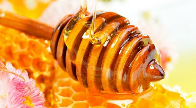 Cairan yang dihasilkan lebah ini punya manfaat luar biasa mulai dari atasi batuk hingga ketombe. (Foto: news.beekepers.com)