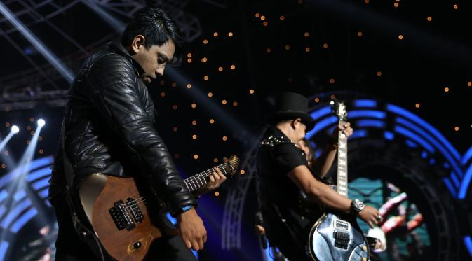 Kotak feat Five Minutes SCTV Music Awards 2015 (Wimbarsana/Bintang.com)