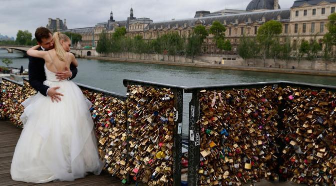 Gembok Cinta di Jembatan Pont des Arts | via: Reuters