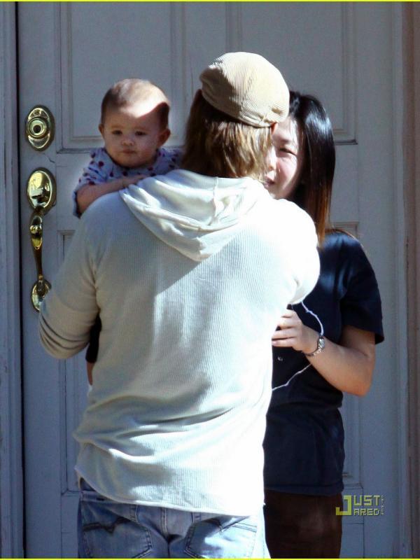 Hunter Lee anak pasangan Josh Holloway dan Yessica Kumala.   via: justjared.com