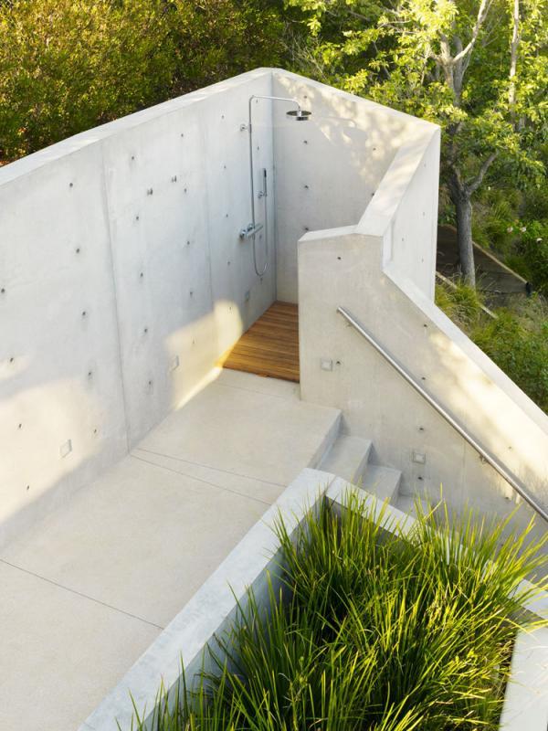 8 Desain yang Bikin Kamu Merasakan Sensasi Mandi di Alam Terbuka   via: dwell.com