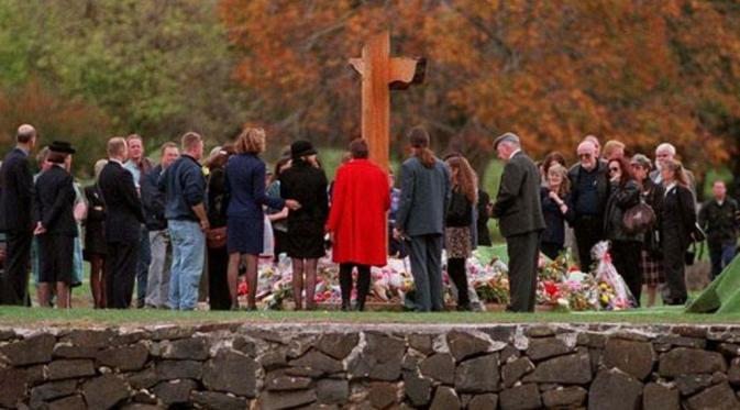 Port Arthur, Tasmania, peringatan 10 tahun kejadian penembakan yang membunuh 35 orang . (USA Today)