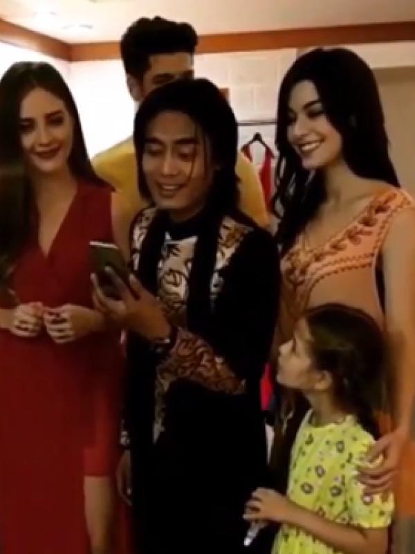 Paman Selim mengunggah video Charly Van Houten saat bernyanyi bersama menyanyikan ost Elif. (foto: instagram.com/emre.kvlcm)